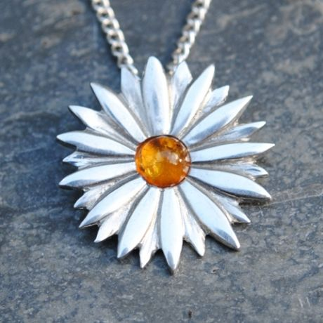 Daisy pendant necklace with amber  P24
